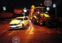 В Туле Volkswagen Polo протаранил трактор