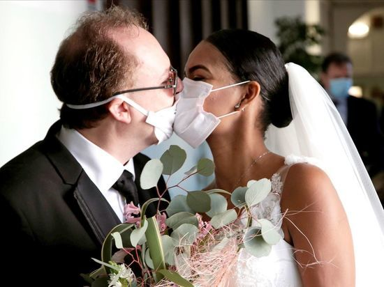 Ярославцам разрешили жениться, но без гостей и в масках