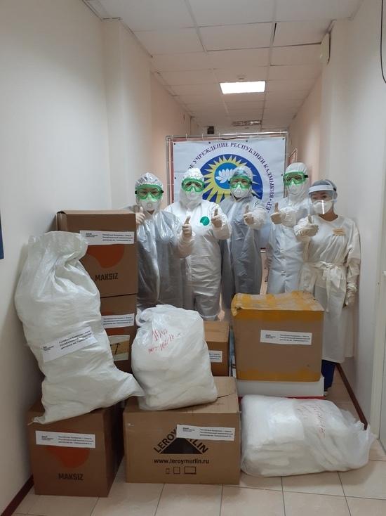 Калмыцким медработникам дарят маски и комбинезоны