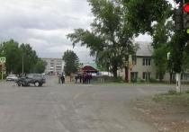 В Хакасии 16-летний мотоциклист поехал на красный и столкнулся с Нивой