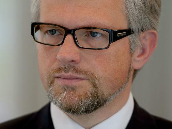 Шрёдер назвал карликом посла Украинского государства иотверг его критику отмены санкций