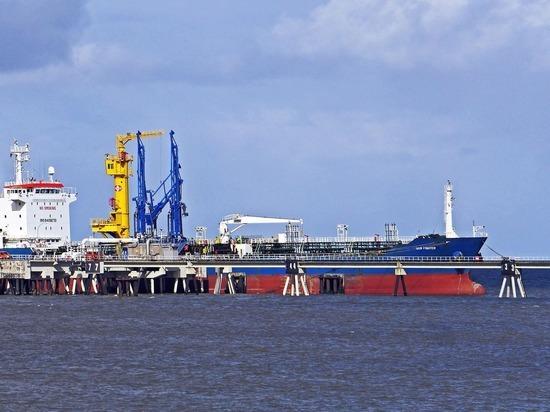 """В США пришла """"армада"""" с саудовской нефтью"""