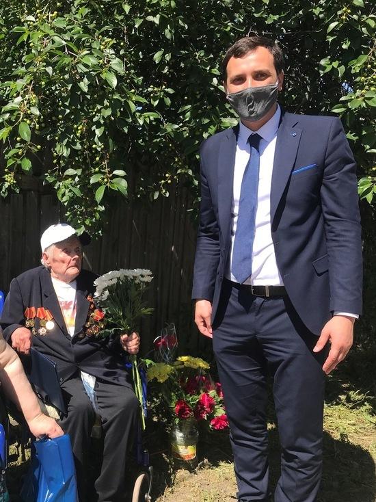 Саратовскому ветерану организовали парад у дома к столетнему юбилею