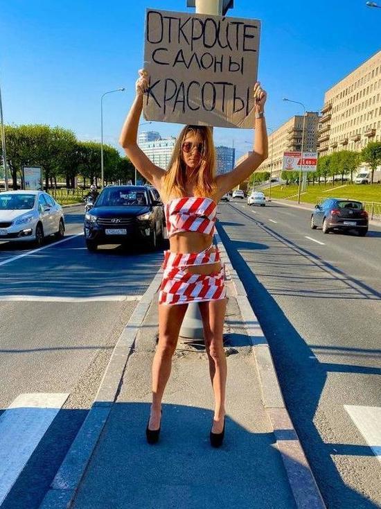Бизнес-леди из Петербурга разделась ради открытия салонов красоты