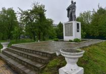 Шапша гарантировал жителям Кондрово установку памятника у новой школы