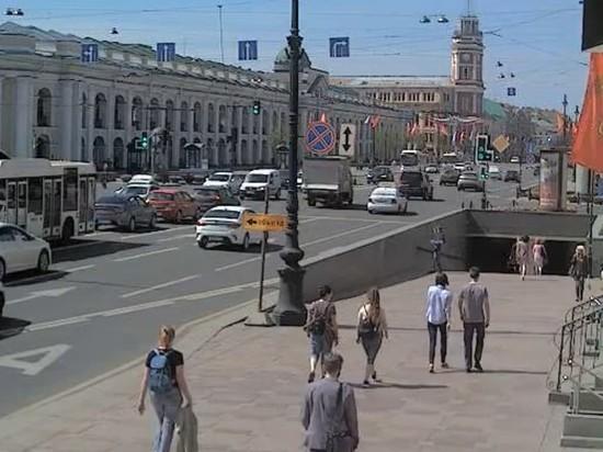 Теплая погода выманила людей на улицу: индекс самоизоляции рухнул до 1,1