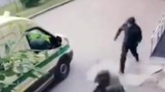 Момент нападения бандитов на инкассаторов в Красноярске попал на видео