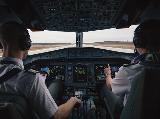 Летевший в Москву самолет развернули из-за коронавируса у пилота