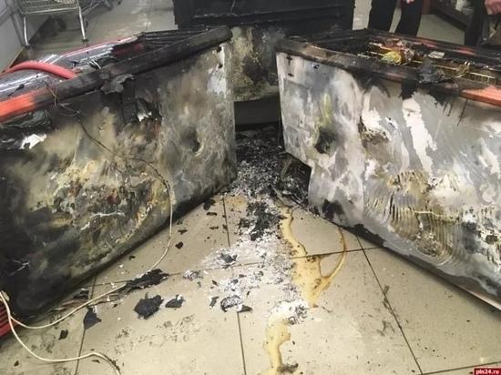 Холодильники для мороженого стали причиной пожара в великолукском магазине
