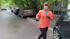 Журналист МК побегала в маске