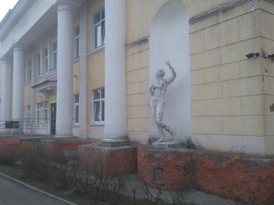 Петрозаводская «Девушка без весла» нуждается в помощи. ФОТО