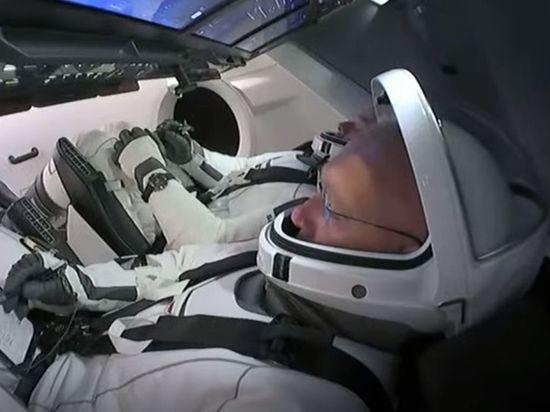 SpaceX успешно отправила американских космонавтов к МКС