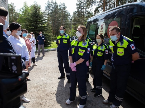 Сегодня, 30 мая, по инициативе президента России Владимира Путина во Владимирскую область (как и в ряд других регионов страны) из Москвы приехала группа медиков, чтобы передать свой профессиональный опыт по лечению пациентов с COVID-19 и по снижению уровня заболеваемости данной инфекцией
