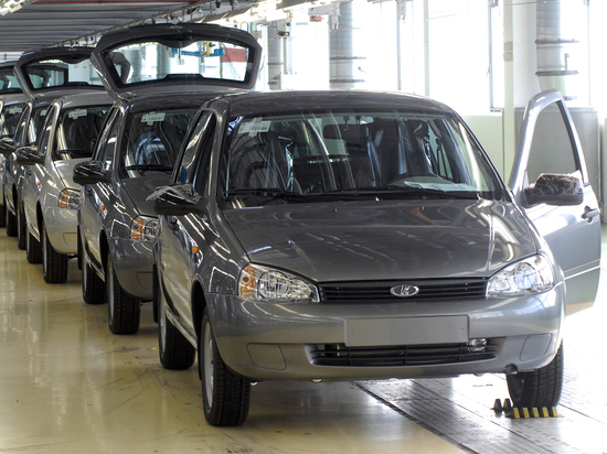 В Минпромторге объяснили когда выгоднее покупать новый российский автомобиль
