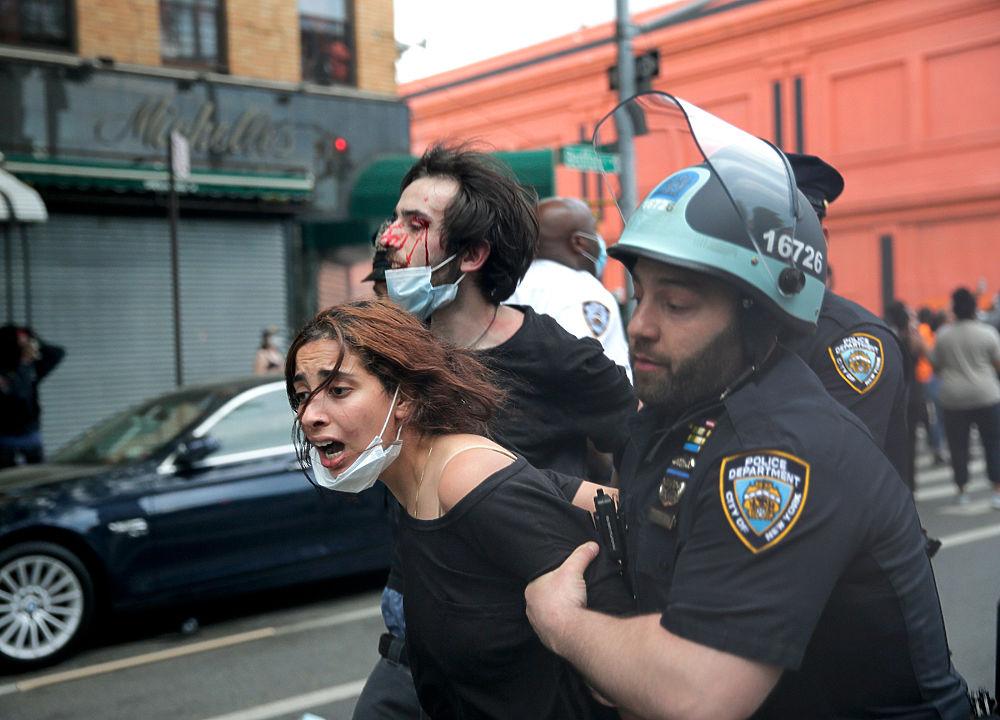 Убийство афроамериканца взбунтовало США: погромы, поджоги, бойня с полицией