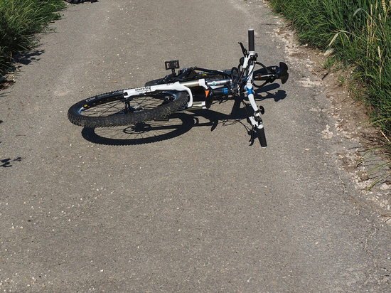 В Подмосковье подросток-велосипедист погиб, совершая рисковый маневр на шоссе