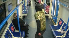 В столичном метро задержали хулигана с пистолетом: видео