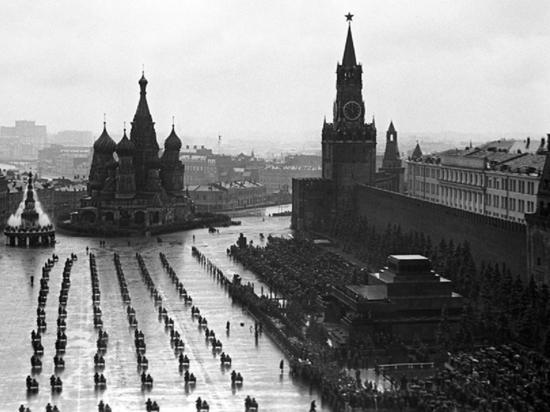 Стало известно, почему парад Победы принимал Жуков, а не Сталин