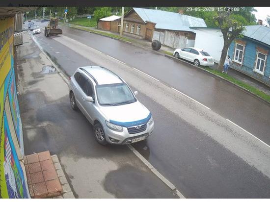 В Орле погрузчик на ходу остался без колеса