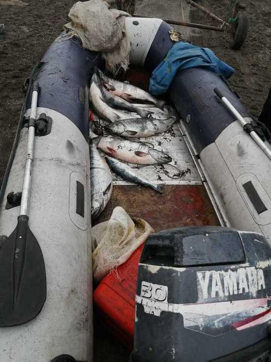 В акватории Охотского моря задержаны браконьеры