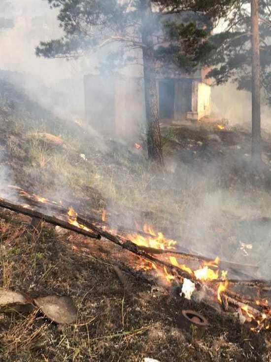В пригороде Улан-Удэ тушили лесной пожар
