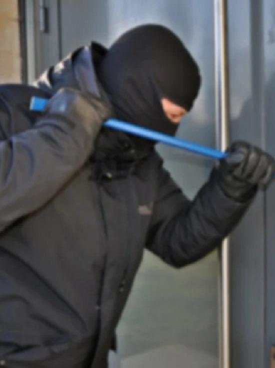 Житель Лабытнанги вскрыл ночью магазин и украл кабель