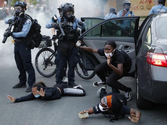 Протесты в США вышли из-под контроля: американцы запасаются оружием