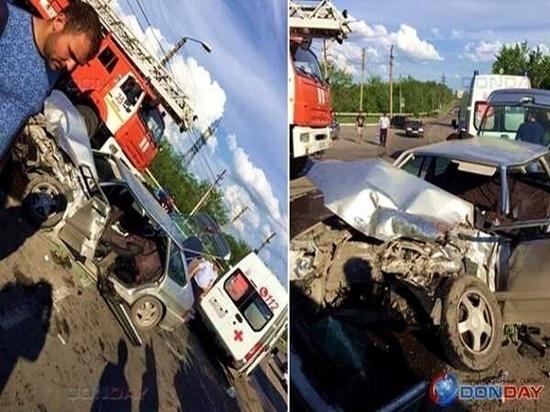 В Шахтах в ДТП с фурой пострадали два человека