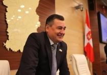 Дмитрий Махонин вручил почетную грамоту Валерию Сухих