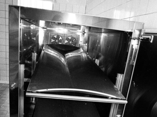 Останки умерших пациентов хранили там в ожидании теста на  COVID-19