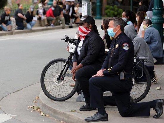 Полицейские в ряде городов США присоединяются к протестам
