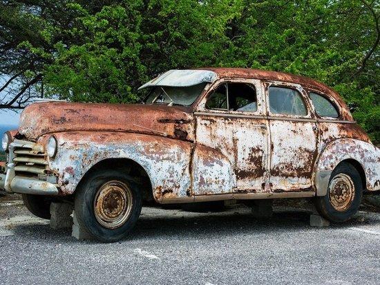 В России ведут штраф за брошенные владельцами автомобили