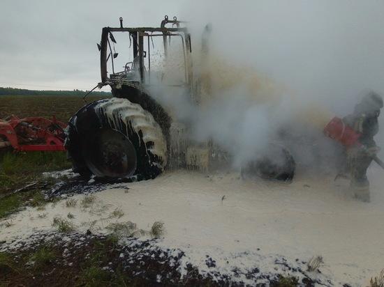 Трактор сгорел во время работы в Чувашии