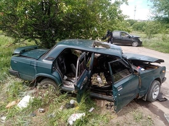 Четыре человека пострадали в лобовом столкновении на Дону
