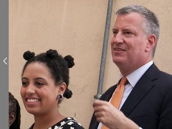 Мэр Нью-Йорка заявил, что уважает взгляды арестованной дочери
