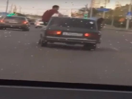18-летний парень без прав катал пассажиров в окне «Жигулей» и получил 11 штрафов