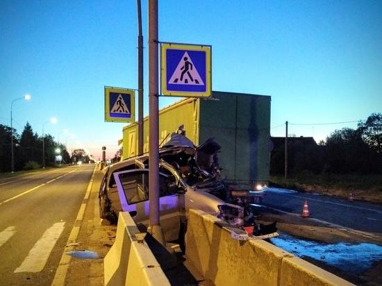 Водитель Hyundai скончался после ДТП с фурой в Ленобласти