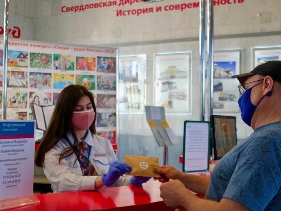 В поездах и на вокзалах СвЖД можно купить защитные маски и перчатки
