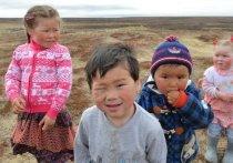 Семья Ямала начали получать по 10 тысяч на детей от 3 до 16 лет