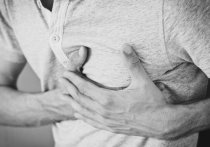 Немецкие молекулярные биологи выяснили, что коронавирус может проникать и размножаться в клетках сердца человека, вызывая сбои в сердцебиении