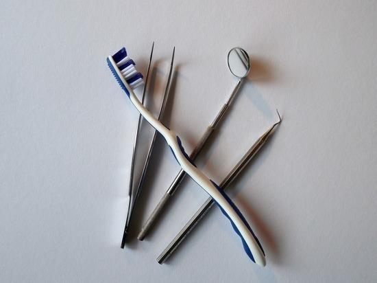 Московская студентка проглотила зубную щетку, когда хотела протолкнуть колбасу