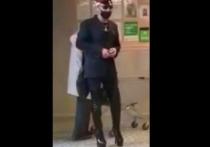 Челябинец в женских ботфортах и кителе РЖД устроил дебош в магазине