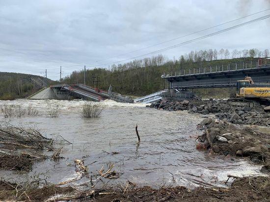 Причину обвала моста через Колу установят транспортные следователи