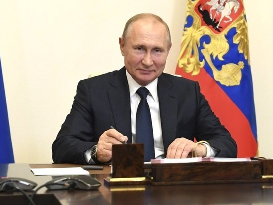 Путин на видео стучал кулаком, слушая Мишустина