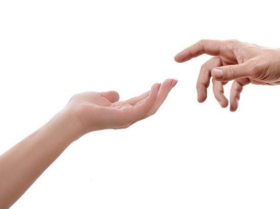 Ученые нашли связь между смертностью от коронавируса и длинной пальцев