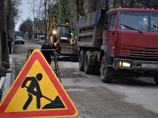 В Псковской области отремонтируют дороги возле трех образовательных учреждений