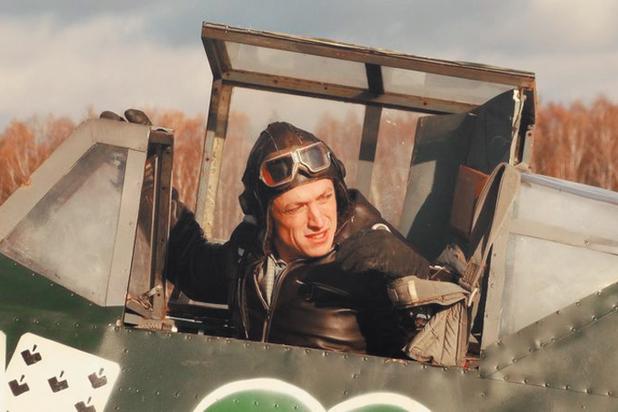 Пять современных сериалов о летчиках: небо, самолет, девушки