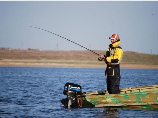 Уметь плавать и не вставать на фарватере: в МЧС ЯНАО рассказали, как безопасно рыбачить с лодок