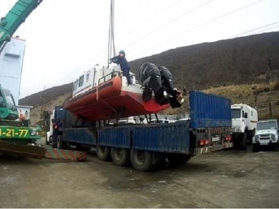 Катер заступил на дежурство в Охотском море на Колыме