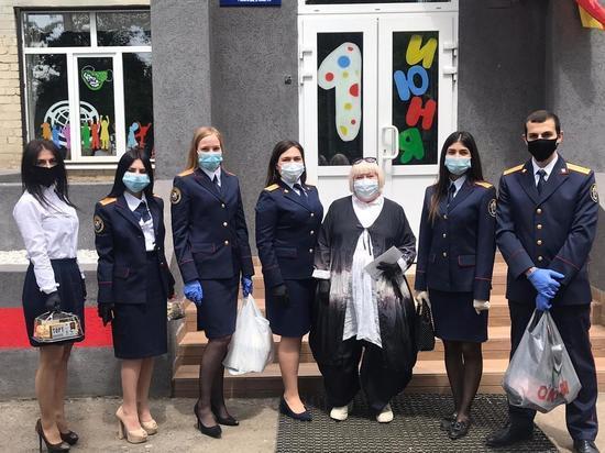 Офицеры Следственного комитета поздравили воспитанников подшефных учреждений с  Днем защиты детей